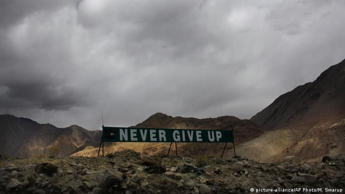 Indien Himalaya Ladakh Besuch von Narendra Modi (picture-alliance/AP Photo/M. Swarup)