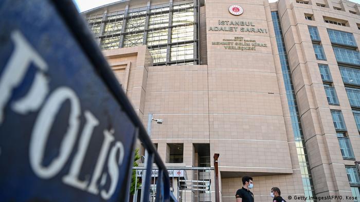 Aussenansicht eines Gerichtsgebäudes in Istanbul