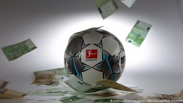 Symbolbild Medienhype Bundesliga | Fußball und Geld (picture-alliance/augenklick/firo Sportphoto/J. Fromme)