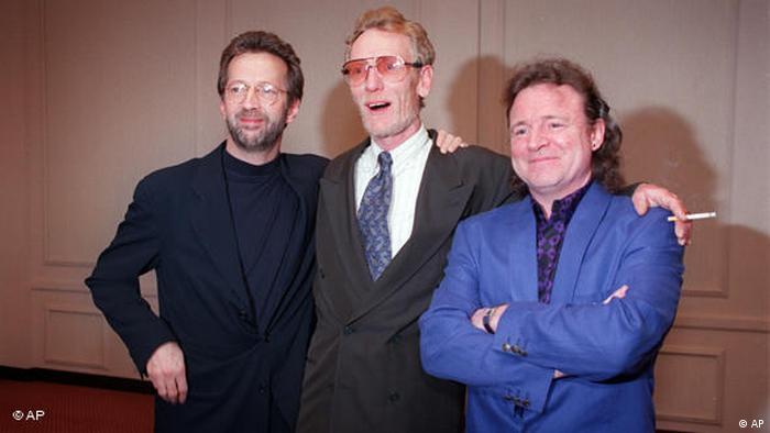 در همان سالها بود که عبارت «کلپتون خداست» زبانزد شد و بر دیوارها نقش بست. گروه Cream با وجود موفقیت و محبوبیت بیش از حدی که کسب کرده بود، به خاطر ناسازگاریهای سه عضو گروه از هم پاشید و کلپتون گروهی تازه به نام Blind Faith را به راه انداخت. البته رابطه اعضای گروه Cream علیرغم این جدایی کاملا قطع نشد. تصویری از اعضای گروه Cream در دیداری در سال ۱۹۹۳: اریک کلپتون، جینجر بیکر و جک بروس (از چپ).