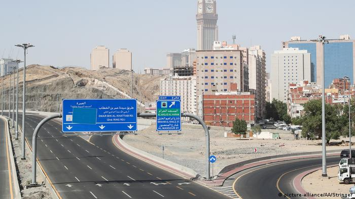 An empty street in Mecca