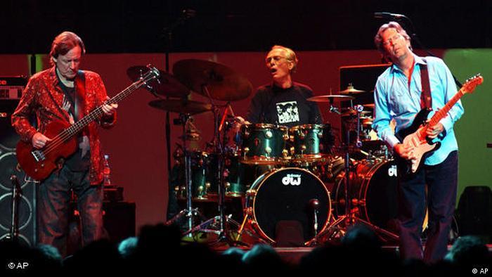 کلپتون حدود ۲۲ سال پیش در جزیره آنتیگوا واقع در منطقه کارائیب یک کلینیک ترک اعتیاد راهاندازی کرد که هنوز هم برقرار است و بخشی از هزینهاش نیز از طریق فعالیتها و کنسرتهای خیریهای که برگزار میکند، تامین میشود. اریک کلپتون در سال ۲۰۰۵ به همراه اعضای پیشین گروه Cream از جمله در لندن به روی صحنه رفت. کلپتون به همراه جینجر بیکر (وسط) و بروس جک (چپ) در کنسرتی مشترک در ماه مه ۲۰۰۵.