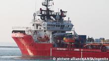 ARCHIV - 16.10.2019, Italien, Tarent: Das Rettungsschiff «Ocean Viking» läuft in den italienischen Hafen Tarent (Taranto) ein. Das Rettungsschiff «Ocean Viking» hat im Mittelmeer 51 Migranten aufgenommen (zu dpa:«Ocean Viking» rettet Migranten vor Libyen) Foto: Ingenito/ANSA/dpa +++ dpa-Bildfunk +++ |