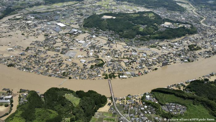 Bird's-eye view of flooded areas in Hitoyoshi (picture-alliance/AP/Kyodo News)
