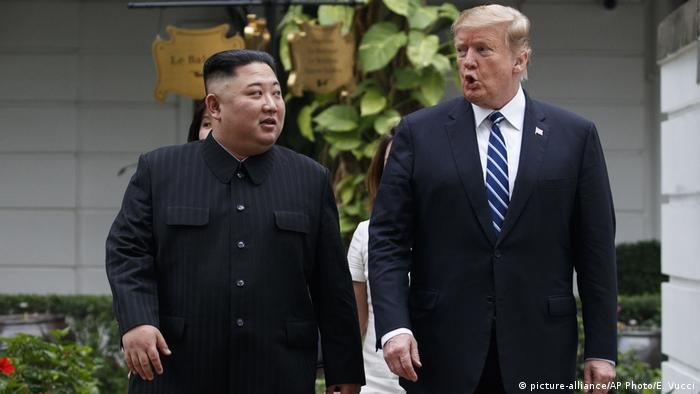 Vietnam Hanoi | Treffen Kim Jong-Un und Donald Trump (picture-alliance/AP Photo/E. Vucci)