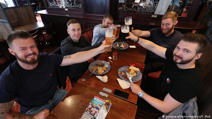 London Coronakrise Wiedereröffnung Pubs