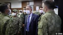 Libyen   Hulusi Akar mit türkischen Soldaten