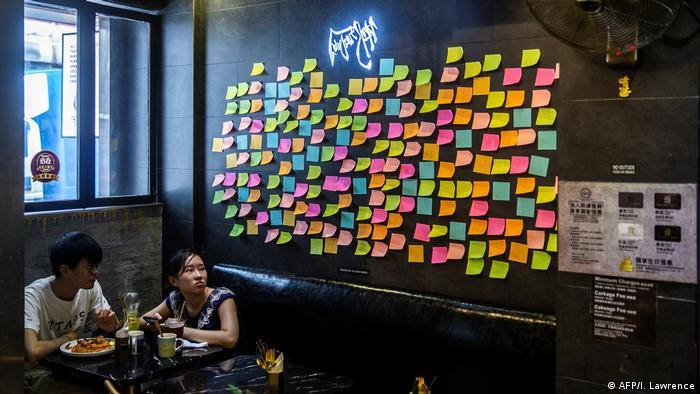 Hongkong   Klebezettel   Hongkonger werden kreativ gegen das Sicherheitsrecht
