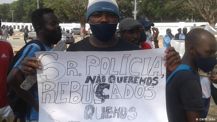 Angolanos já saíram várias vezes à rua para protestar contra a brutalidade policial (foto de arquivo)