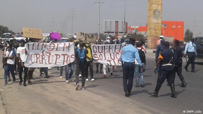 Angolanos continuam a protestar contra a corrupção no país (foto de arquivo)