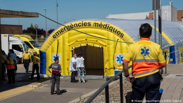A field hospital set up in Lleida (imago images/Agencia EFE/R. Gabriel)
