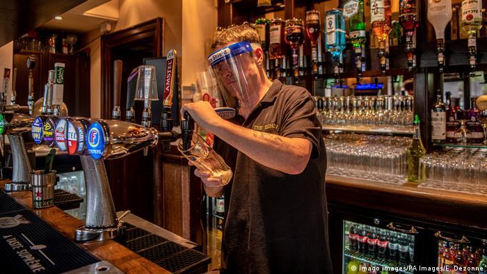 England | Coronaviorus | Lockdownlockerung | Pubs (imago images/PA Images/E. Dezonne)
