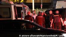 ABD0083_20200704 - LINZ - ÖSTERREICH: ZU APA0286 VOM 04.07.2020 - An der Brünner Straße (B7) in Gerasdorf bei Wien ist am Samstag, 4. Juli 2020, ein russischer Asylwerber erschossen worden. Ein Tatverdächtiger wurde im Verlauf einer Fahndung in Linz festgenommen (Bild). Die Hintergründe der Bluttat waren vorerst unklar. - FOTO: APA/MATTHIAS LAUBER - 20200704_PD11005 |