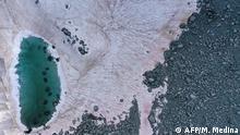 Italien Algen färben Gletscher Pink