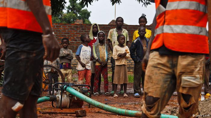 Zentralafrikanische Republik Brunnen Bangui (Jack Losh)