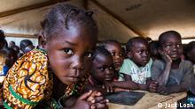 +++Bild darf nur im Rahmen der abgesprochenen Berichterstattung verwendet werden!+++ Children at a makeshit learning space in a sprawling camp for thousands of families displaced by civil war in Kaga Bandoro, the Central African Republic