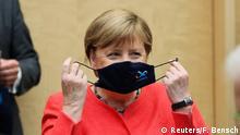 Deutschland Angela Merkel mit Maske