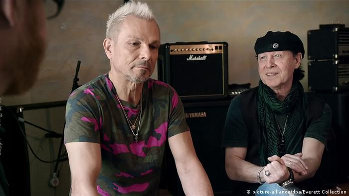 Rudolf Schenker and Klaus Meine of the Scorpions (picture-alliance/dpa/Everett Collection)