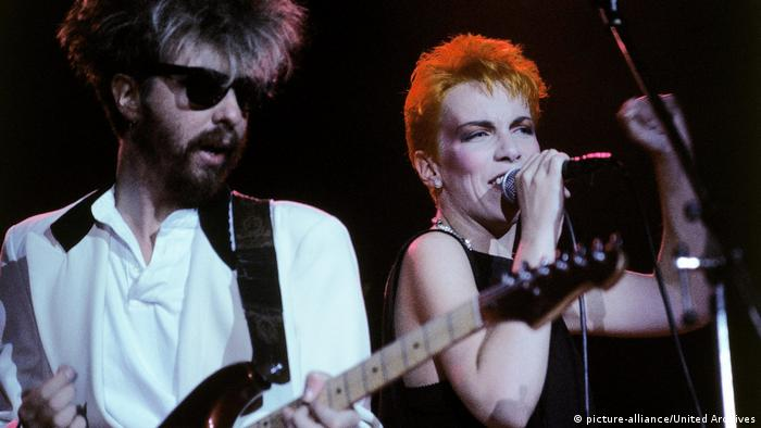 Dave Stewart and Annie Lennox perform (picture-alliance/United Archives)