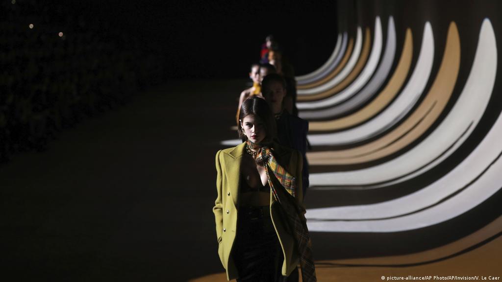 Fashion Shows Switch To Online Catwalk Lifestyle Dw 08 07 2020