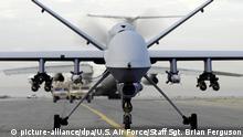 ARCHIV - HANDOUT - Eine bewaffnete Drohne vom Typ MQ-9A Reaper der U.S. Air Force während «Operation Enduring Freedom» im Irak. Foto: Staff Sgt. Brian Ferguson/U.S. Air Force (Achtung Redaktionen: Nur zur redaktionellen Verwendung bei vollständiger Nennung der Quelle Foto: Staff Sgt. Brian Ferguson/U.S. Air Force ; zu: Bericht:Weltweit mehr als 400 US-Drohnen abgestürzt vom 21.06.2014) +++(c) dpa - Bildfunk+++ |