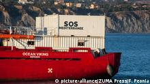 Italien Rettungsschiff Ocean Viking on Porto Empedocle (picture-alliance/ZUMA Press/F. Peonia)