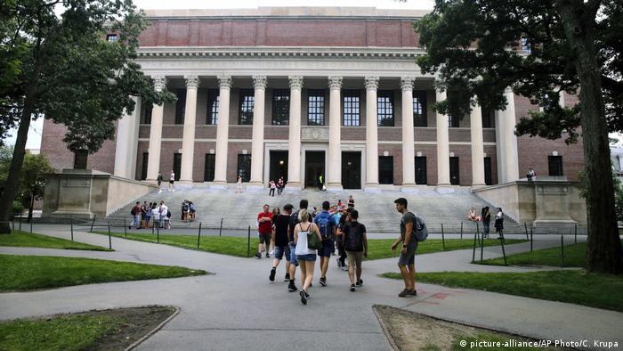 USA Gebäude Harvard University (picture-alliance/AP Photo/C. Krupa)