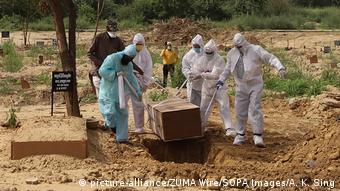 Indien Coronavirus Delhi | Friedhof (picture-alliance/ZUMA Wire/SOPA Images/A. K. Sing)
