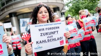 Работники универмагов Karstadt и Kaufhof протестуют против сокращения штатов
