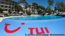 Spanien Mallorca | Tui Logo an der Platja de Muro