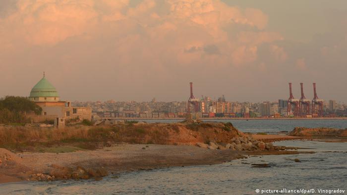 Вид на порт в сирийской Латакии