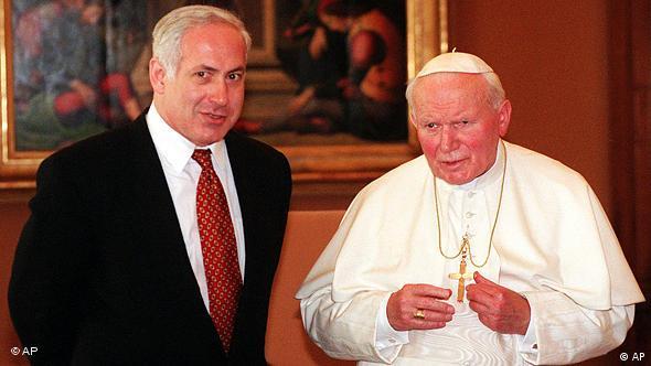 En 1997, Juan Pablo II se reunió con el primer ministro israelí, Benjamín Netanyahu. En 2000, pidió perdón por los errores que los cristianos cometieron en contra del pueblo israelí.