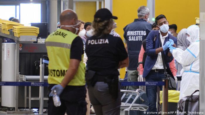 Italien Corona-Pandemie | Flugverkehr nach Bangladesch unterbrochen (picture-alliance/AP Photo/M. Scrobogna)