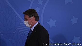 Brasilien Brasilia | Coronavirus | Präsident Jair Bolsonaro (picture-alliance/dpa/A. Borges)