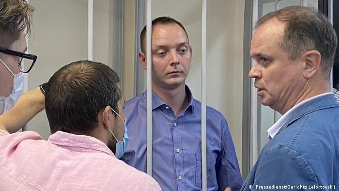 Иван Сафронов и адвокат Иван Павлов (справа) в суде, фото из архива