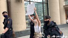 Es geht um die Festnahme der Teilnehmer der Protestaktion gegen die Festnahme wegen Hochverrats des Chef-Beraters von russischer Raumfahrtbehörde Roskosmos Iwan Safronow (Ivan Safronov).