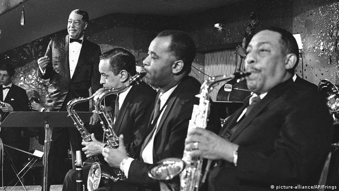Duke Ellington and his Orchestra onstage in 1967 (picture-alliance/AP/Frings)