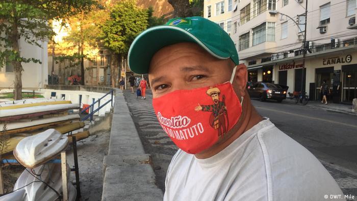 Brasilien Corona-Pandemie | Mann mit Gesichtsmaske in Rio de Janeiro