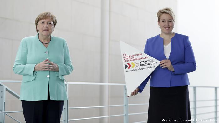 Almanya Başbakanı Angela Merkel ve Aile Bakanı Franziska Giffey