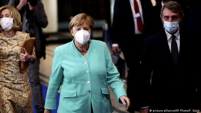 Belgien EU-Parlament Angela Merkel (picture-alliance/AP Photo/F. Seco)