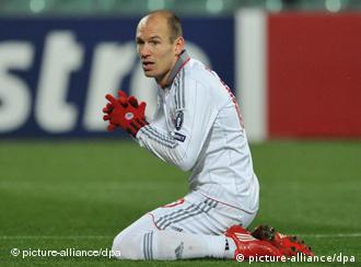 Arjen Robben kneeling on the pitch