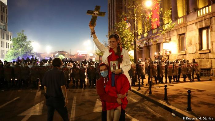 Protesters wield religious symbols in Belgrade