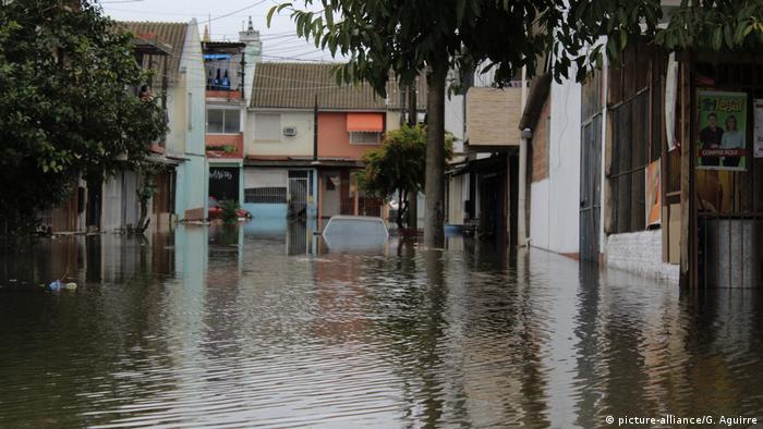 Ożywienie gospodarcze mogłoby pomóc lepiej reagować na katastrofy żywiołowe spowodowane globalnym ociepleniem. Na zdjęciu powódź w Brazylii