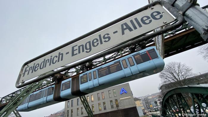 Wupptertal Schwebebahn Straßenschild Friedrich-Engels-Allee