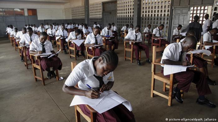 Etudiants durant un examen à Monrovia, au Liberia, en 2013