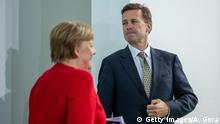 Berlin Merkel und Regierungssprecher Seibert