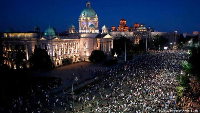 Serbien Belgrad Anti Coronamaßnahmen Proteste