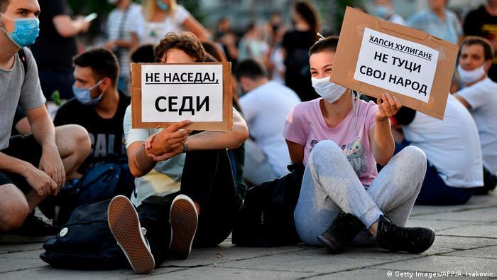 Сидячий протест у Белграді