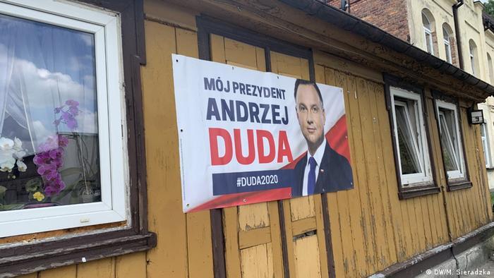 Polen | Präsidentschaftswahlen Plakate Rafal Trzaskowski und Andrzej Duda (DW/M. Sieradzka)