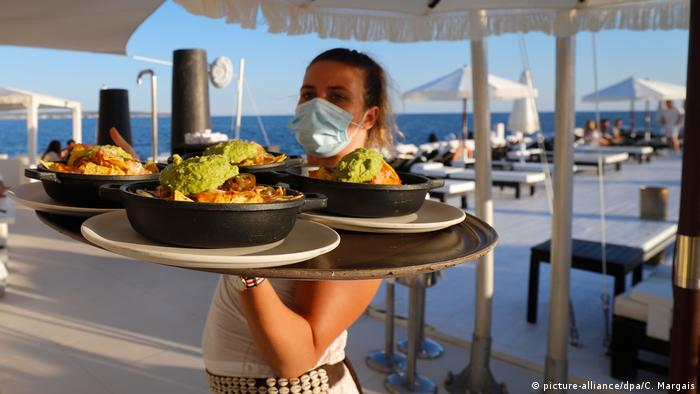 Mallorca, Tourism in times of the coronavirus pandemic (picture-alliance/dpa/C. Margais)